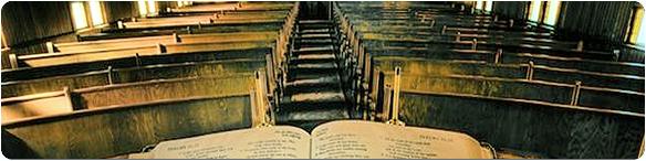 Biblia sobre pulpito